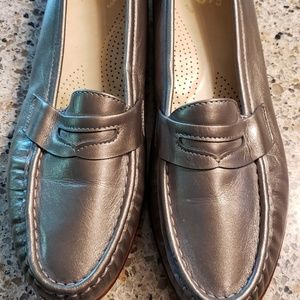 NWOT SAS Classic Leather Pewter Loafer